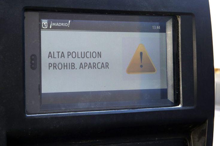 Madrid, 19-nov-17  Mañana lunes, 20 de noviembre, los no residentes no podrán aparcar en la zona del Servicio de Estacionamiento Regulado (SER) en el horario de este servicio, es decir, de 9.00 a 21.00 horas. Además, la velocidad de circulación en la M-30 y en las vías de acceso a la ciudad en el interior de la M-40, en ambos sentidos, continúa limitada a 70 kilómetros por hora.   #ayuntamiento #contaminacion #EDM RADIO #Madrid
