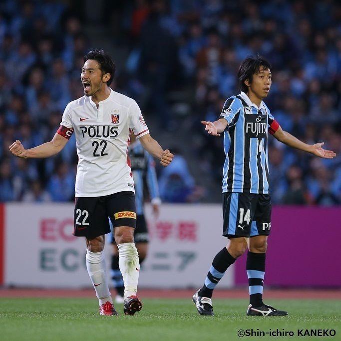 週末の試合をで振り返る  24日に行われた#J1 1stステージ第8節#川崎フロンターレ と#浦和レッズ の首位攻防戦は1-0で浦和が勝利首位に浮上しました  写真は両チームの#主将 である#阿部勇樹 左と#中村憲剛 右 #Jリーグ #JLeague #J1 #UrawaReds #Reds #YukiAbe #AbeYuki #KawasakiFrontale #Frontale #KengoNakamura #NakamuraKengo #Football #Soccer #サッカー #SoccerKing #サッカーキング by soccerkingjp