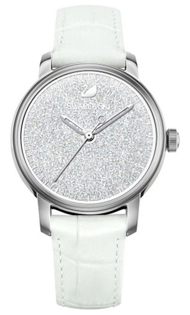 Swarovski Dameshorloge 'Crystalline Hours' White 5295383. Modieus en speels vormgegeven horloge met 2000 sprankelende, transparante Swarovski kristallen, die in de zilverkleurige kast zijn verwerkt. De kast met een doorsnede van 38 mm heeft een witte kristal wijzerplaat met zilverkleurige index en wijzers. De witlederen horlogeband sluit door middel van een gespsluiting. Het horloge is 50 meter waterdicht en voorzien van een Zwitsers uurwerk. Een dameshorloge met een oogverblindend en…