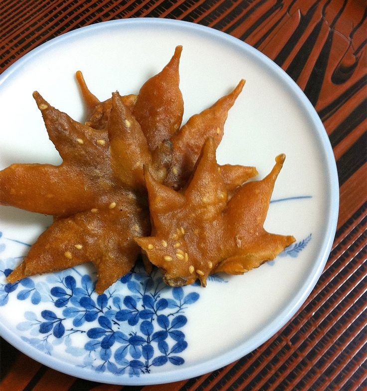 An Autumn treat.  Leaves are cleaned and dried before frying.  japanese-fried-maple-leaf-tempura-8