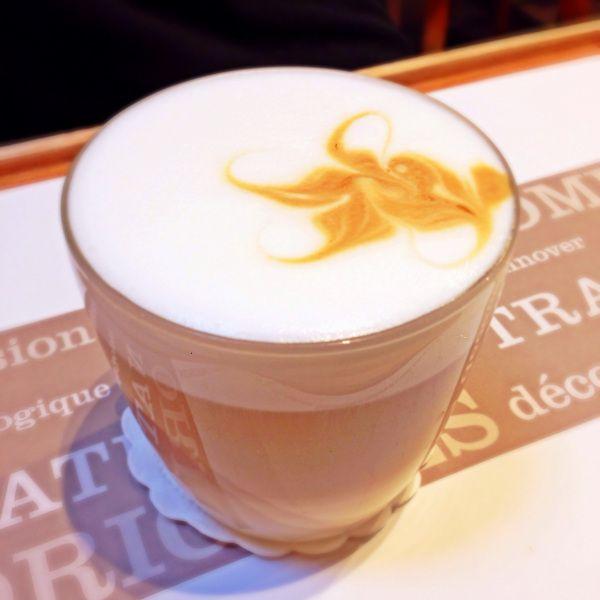 Flatwhite in Malongo café in my review of #breakfast spots in #paris www.followthetaste.com #followthetaste #coffee Follow the taste