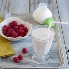 Yaourt à boire au lait d'amandes et aux framboises