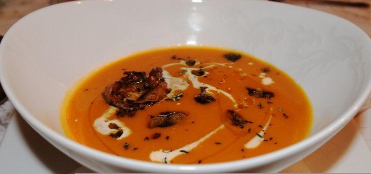 Βελουτέ σούπα κολοκύθας με τζίντζερ, φινόκιο και γαρίδες Μια λαχταριστή σούπα για τις κρύες μέρες....