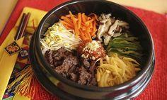 Pensar em comida coreana é ter em mente três palavras: arroz, pimenta e quantidade. Coreanos comem muito e comem com gosto. Adoram os sabores fortes de alho e óleo de gergelim. São os mestres asiát…