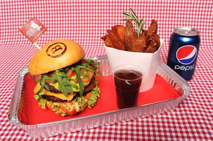 Velký OZZY - dbl. burger Vybírejte na http://babiccinrozvozjidel.cz/ a objednávejte na 725 880 008