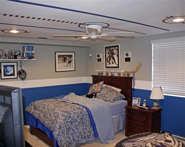 Ceiling painted like a rink! LOVE this idea for a boy's room!