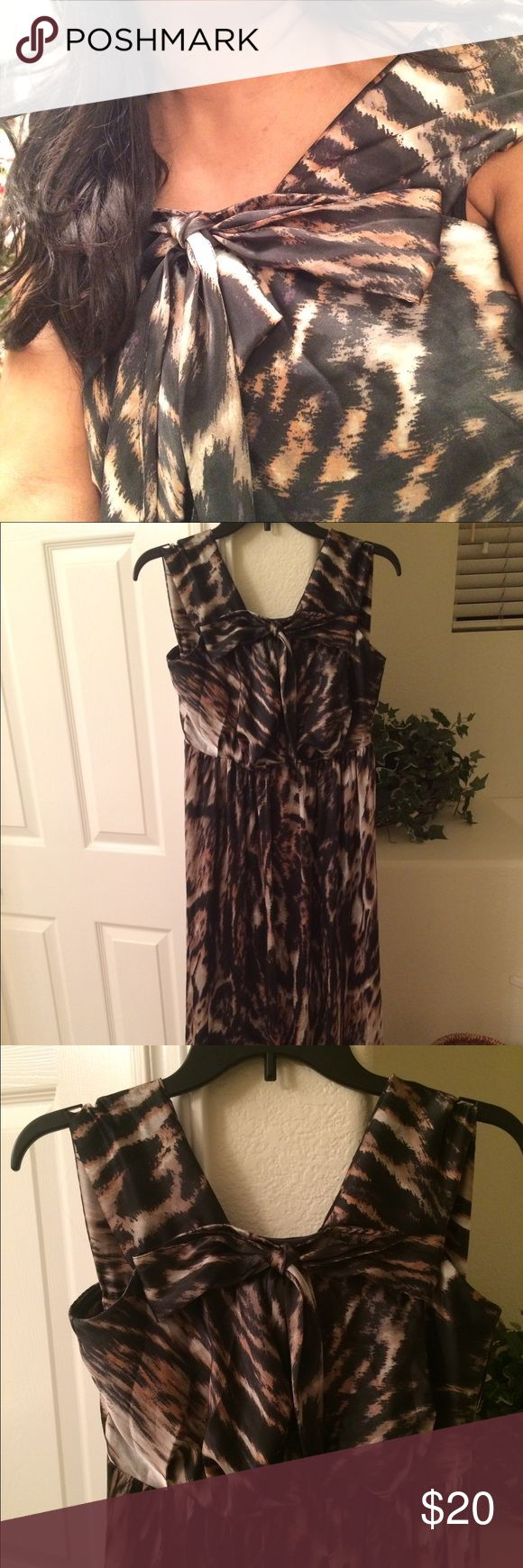 Leopard Print Maxi Dress by H & M Comfortable & Stylish Maxi Dress Hidden Zipper in back ~Fully Lined add a Blazer or layer for the weather 👗 Machine Washable made of 100% Polyester H & M Dresses Maxi