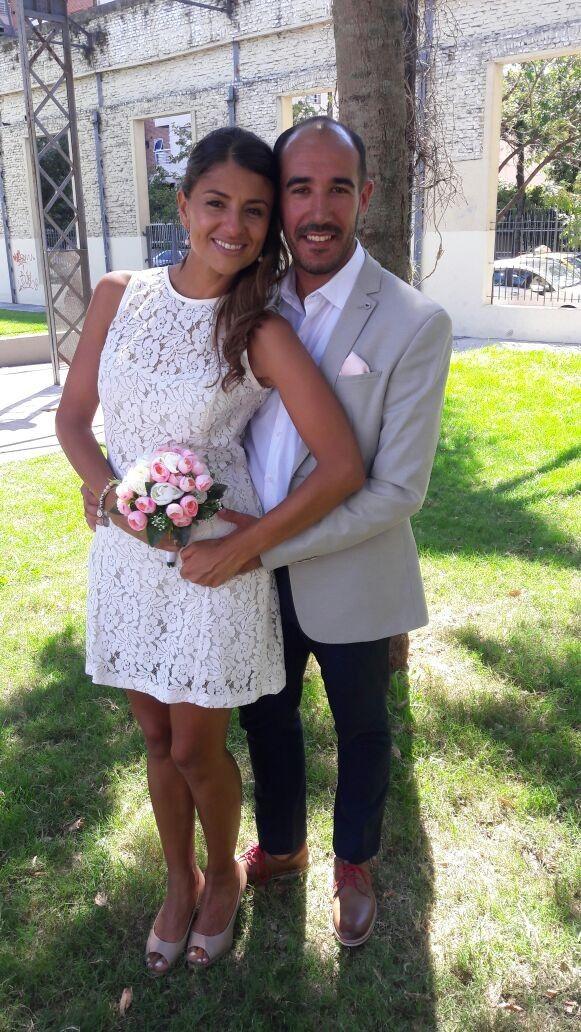 Laura novia en su civil,  Maquillaje y peinado de Adelaida Mercado  Info@adelaidamercado.com.ar Www.adelaidamercado.com.ar