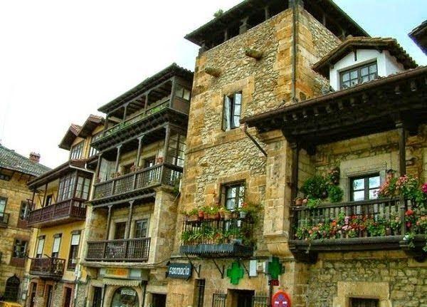 COMILLAS (Cantabria)