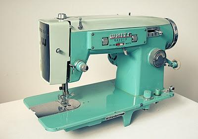 vintage sewing machine...<3
