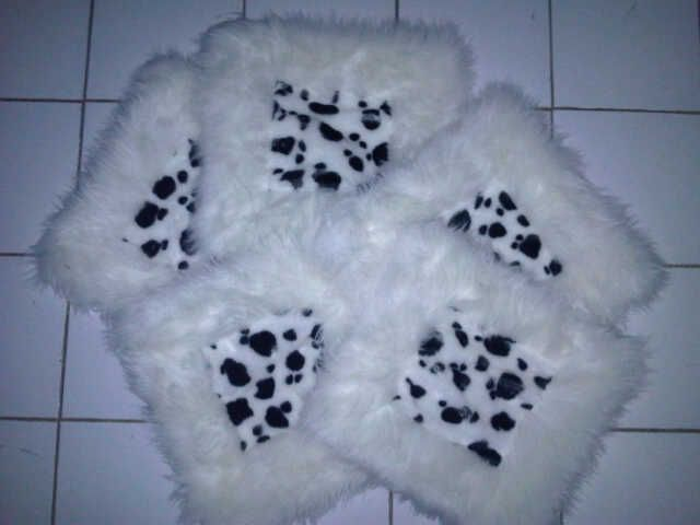 This fur rug is a handmade product from a cottage industry Indonesia