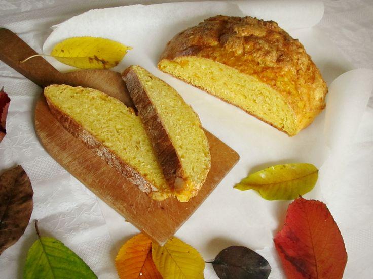 Recept na Dýňový chléb z kategorie vegetariánské:  1 menší dýně hokkaidó (500 g), 250 g hladké mouky, 250 g hrubé mouky, kostka čerstvého droždí (42 g...