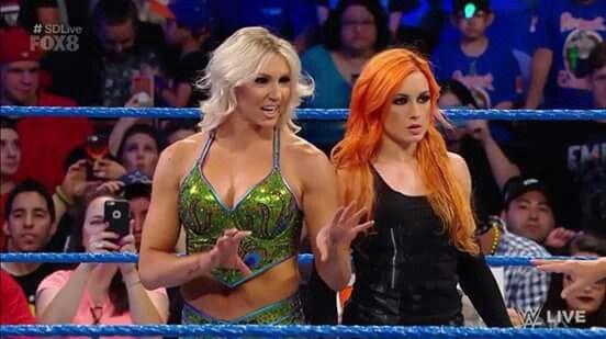 Becky Lynch es tan Hermosa❤ junto a Charlotte en Smackdown 11/Julio/17