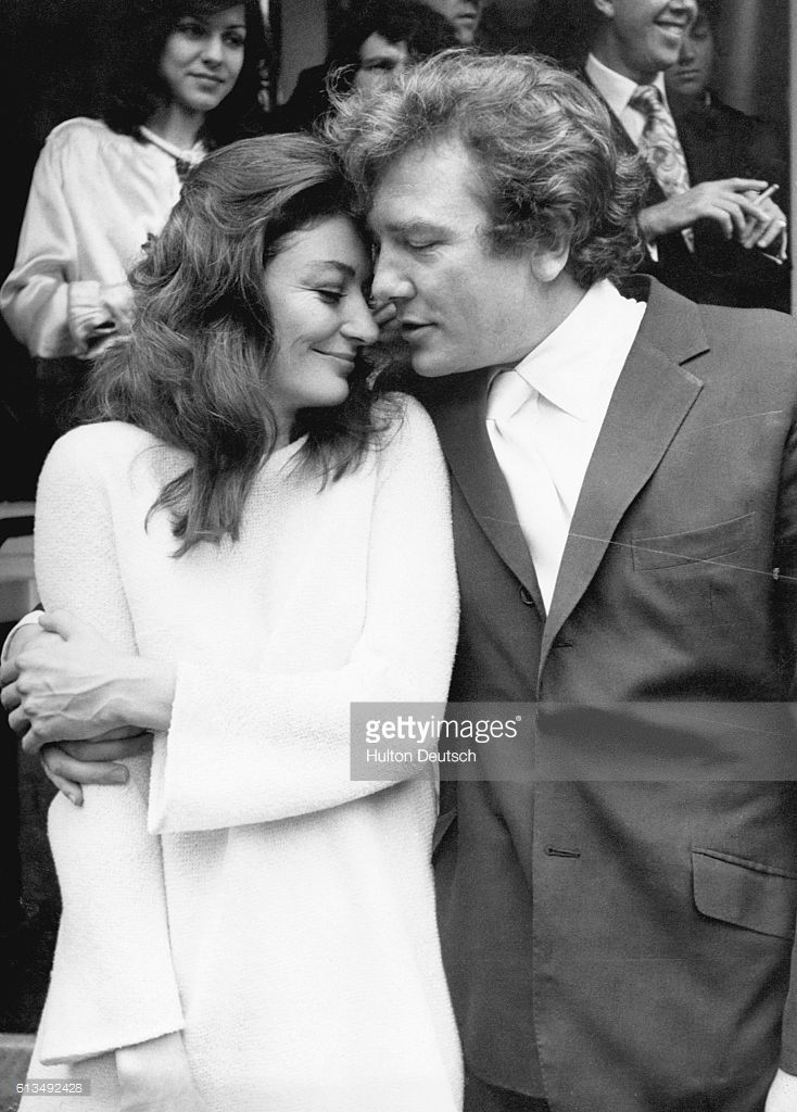the-wedding-of-anouk-aimee-and-albert-finney-at-kensington-registry-picture-id613492428 (734×1024)