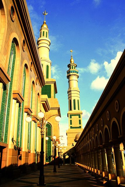 Samarinda Mosque (East Kalimantan, Indonesia) by Andrianto Soekarnen Padmadinata, via Flickr