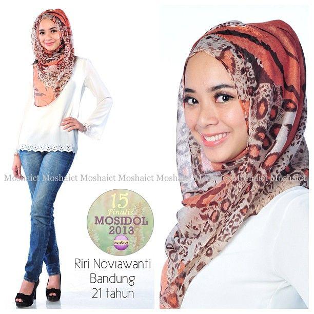 Riri Noviawanti : 15 besar MosIdol 2013 #MosIdol2013 #moshaict #hijab #fashion #fashionhijab #islamicfashion | www.moshaict.com