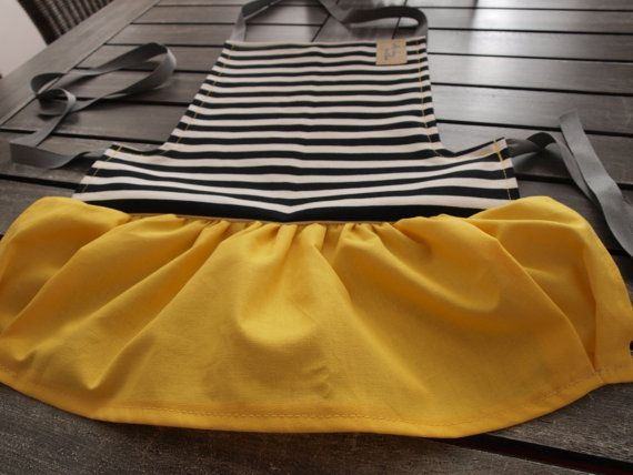 Something easy to sew for beginners or apron´s lovers Step-by-step instructions with full-color photos and the pattern piece There are no