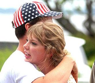 Taylor Swift: Ιστιοπλοΐα με Kennedy Schwarzenegger!