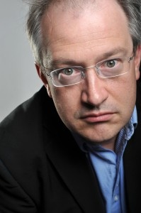 Robin Ince  http://m.scotsman.com/lifestyle/performing-arts/robin-ince-on-the-importance-of-being-interested-1-2834925  http://m.scotsman.com/news/interview-robin-ince-the-bad-book-guru-1-477345 And: http://m.scotsman.com/news/preview-uncaged-monkeys-1-1560642