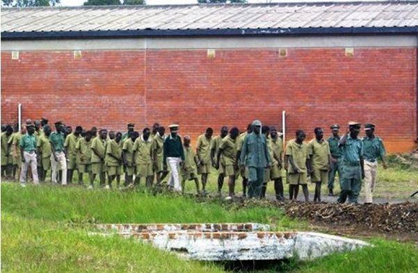 Drama As 9 Inmates Escape From Prison - ZimEye - Zimbabwe News - http://zimbabwe-consolidated-news.com/2017/12/19/drama-as-9-inmates-escape-from-prison-zimeye-zimbabwe-news/