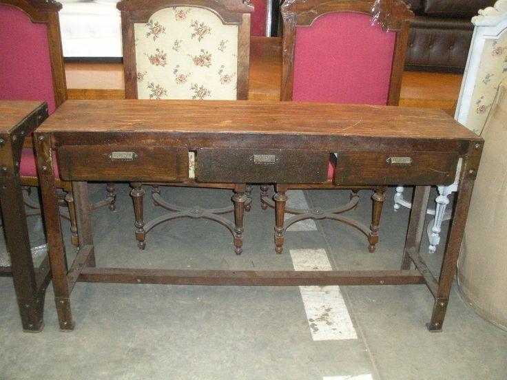 Mesa de madera antigua para campo con sillas tapizadas a for Mesa madera antigua