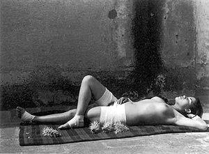 Un retrato de la pintora Frida Kahlo de Manuel Alvarez Bravo que nació en la Ciudad de México y creció durante la Revolución mexicana. Fue autodidacta y su carrera tomó vuelo en el México post-revolucionario cuando forjó amistades con Kahlo, Tina Modotti, Diego Rivera y André Breton. Murió en la capital mexicana en 2002, a los 100 años.