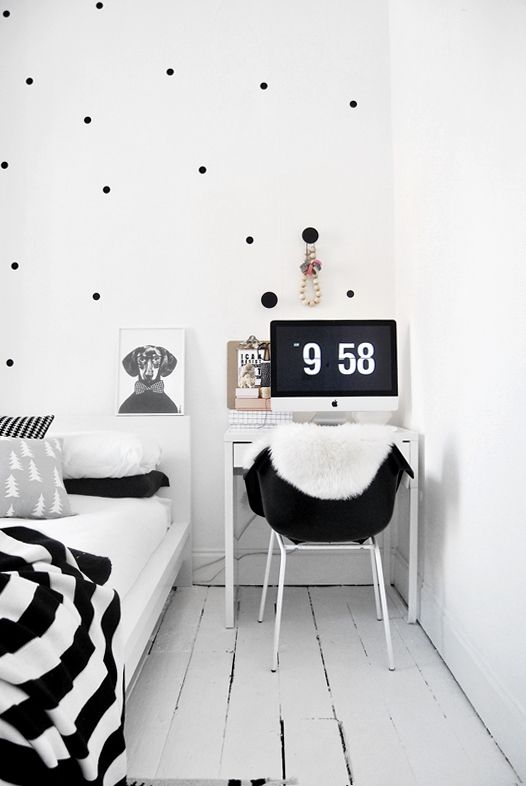 Spotty wall in the office - with muuto dots and painted dots