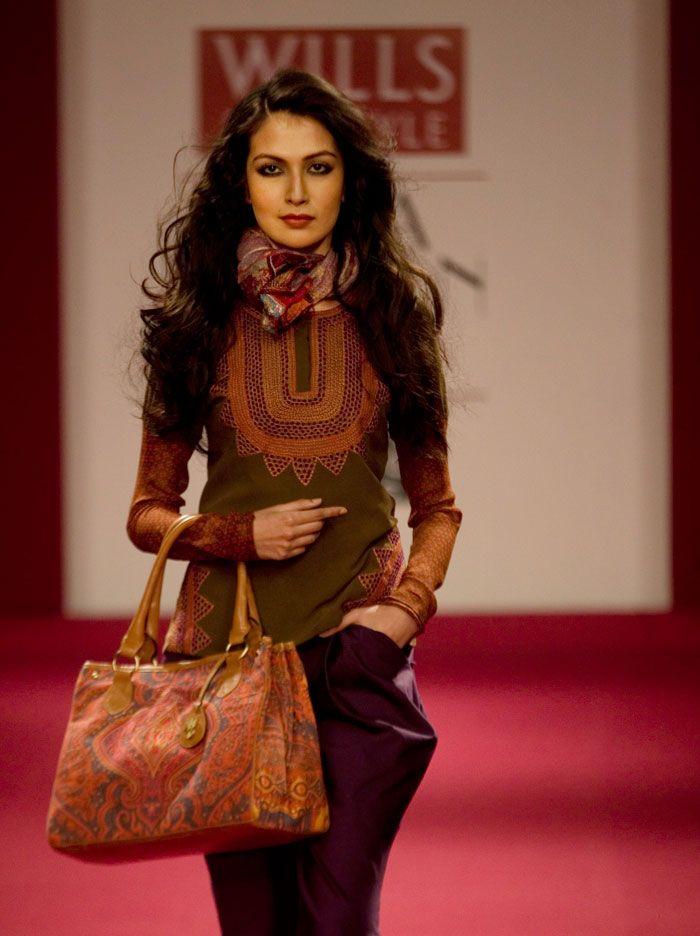 Ritu Kumar, fashion week, earth tones.