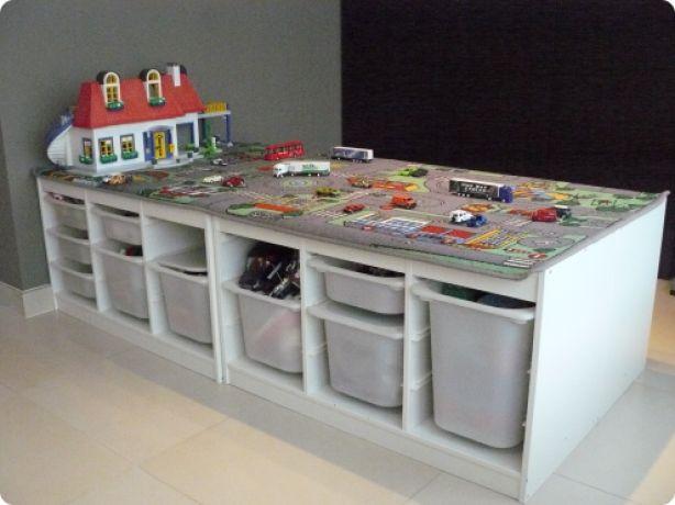 Speeltafel ontworpen aan de hand van 4 Ikea-kasten...handig !!!