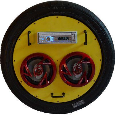 Radio Rotocassa 2x è uno stereo per la casa - Vendoarredo.com - Radio Rotocassa 2x è stereo per la casa, realizzato all'interno di una ruota. Autoradio con radio AM FM con memoria accessoriata con ingresso USB, SD card, AUX con Jack da 3,5 mm, controllo toni e ascolto brani casuale. #stereo