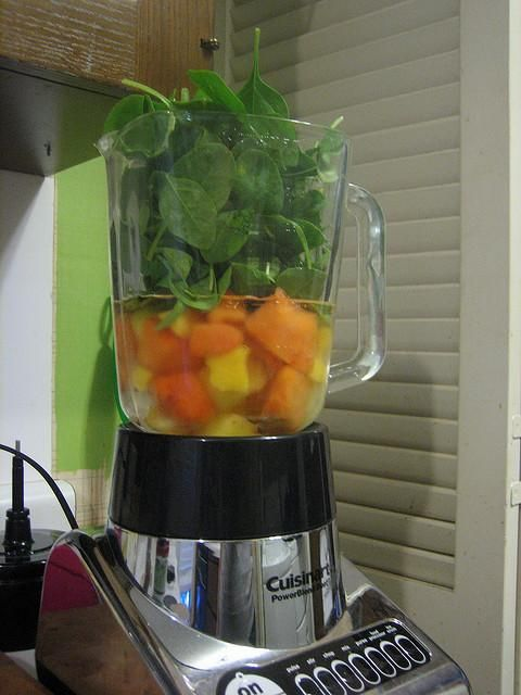 Jugo digestivo: papaya, toronja, piña (ananá), nopal y manzana verde.