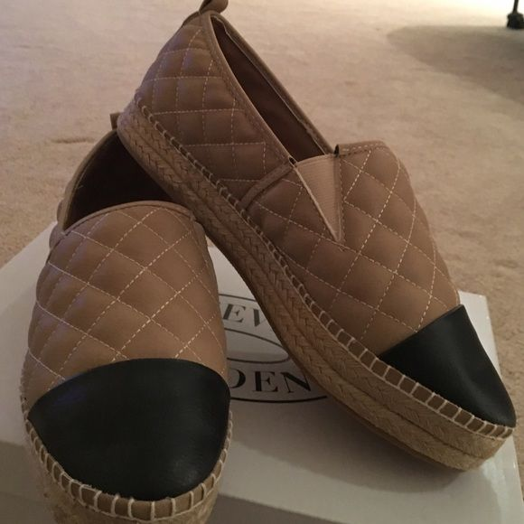 Steve Madden flats Steve madden flat give you a little height never worn The color is beige and black Steve Madden Shoes