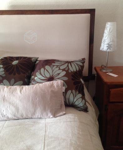Respaldo de cama, tela y marco de madera