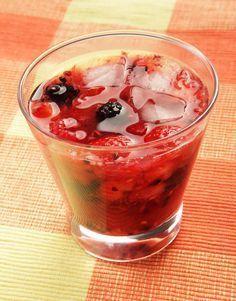 Esta bebida de vodka pasión es ideal para preparar los cocteles con tus amigos en una tarde de calor. A todos les encantará, los frutos rojos le dan un sabor espectacular.