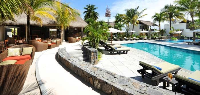 Émeraude Beach Attitude is a small friendly 3-star hotel , on the island's east coast facing the magnificent Belle Mare beach, famous for its kilometers of white sand and its turquoise and emerald lagoon. http://www.concierge-hotels.com/accommodation-mauritius/hotels/emeraude-beach-attitude-10 #Mauritius #Hotel