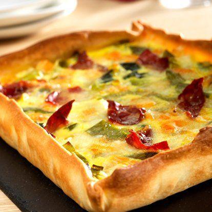 Tarte aux poireaux, au fromage et au bacon