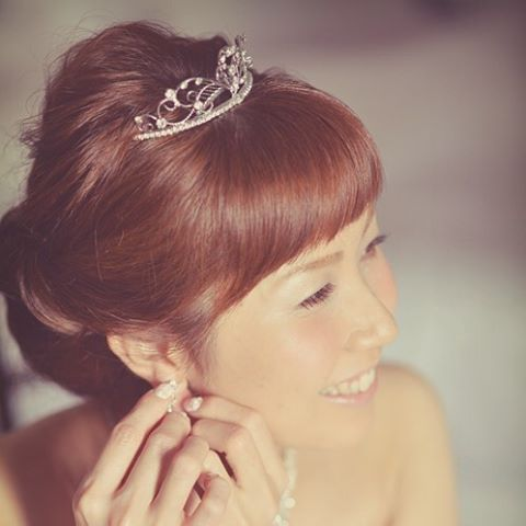 ティアラとまっすぐな前髪😊✨✨✨ Tiara&bangs Hair&makeup by @yukariogaya  Photo by @jasoncabbab  #ヘアアレンジ#オシャレ花嫁 #ヘアスタイル#ハワイ#ハワイウェディング #ティアラ#前髪#アップスタイル#シニヨン#美容師#結婚式#結婚式写真 #結婚式準備 #結婚式ヘアメイク #プレ花嫁 #ラヴィファクトリー#ウェディング写真 #笑顔#weddingtbt #weddinghair #weddinghair #weddingphoto #hairarrange #bridal #bigday #bride #beauty #smile#mua#hawaii #hawaiiwedding