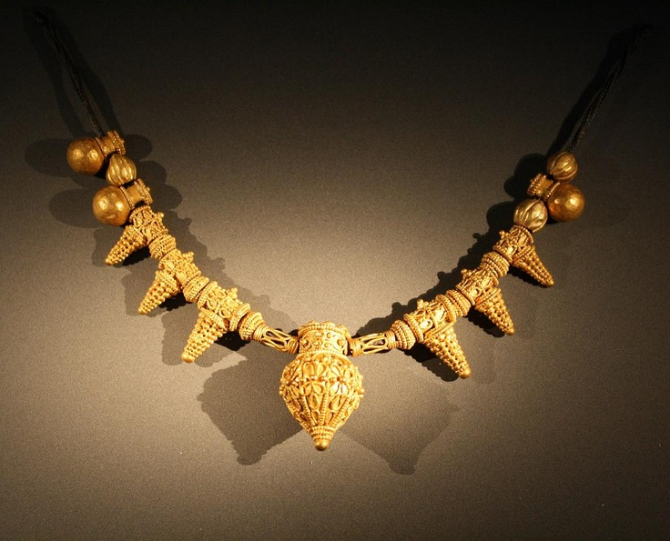 Gold necklace found in a female burial; ca. 560 BC.- Archaeological Museum of Thessaloniki