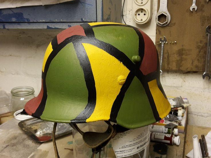 Buntfarbenanstrich on a recent German Firefighter's helmet by Maus I. Rattinger
