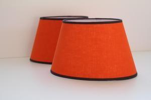L'atelier des abat-jour, fabrication et vente en ligne d' abat-jour ovale en lin orange. Fabricant français depuis 20 ans. Fabrication sur mesure.