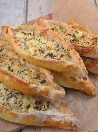 Vegetarische Pide - Rezept für türkische Schafskäse Schiffchen