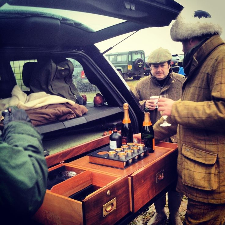 bar in the back of a range rover! Brilliant !!!