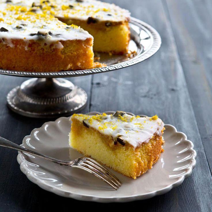 Citron och lakrits är en underbar kombination. Vi rekommenderar att lägga ett extra lager glasyr på kakan för att göra den ännu snyggare!