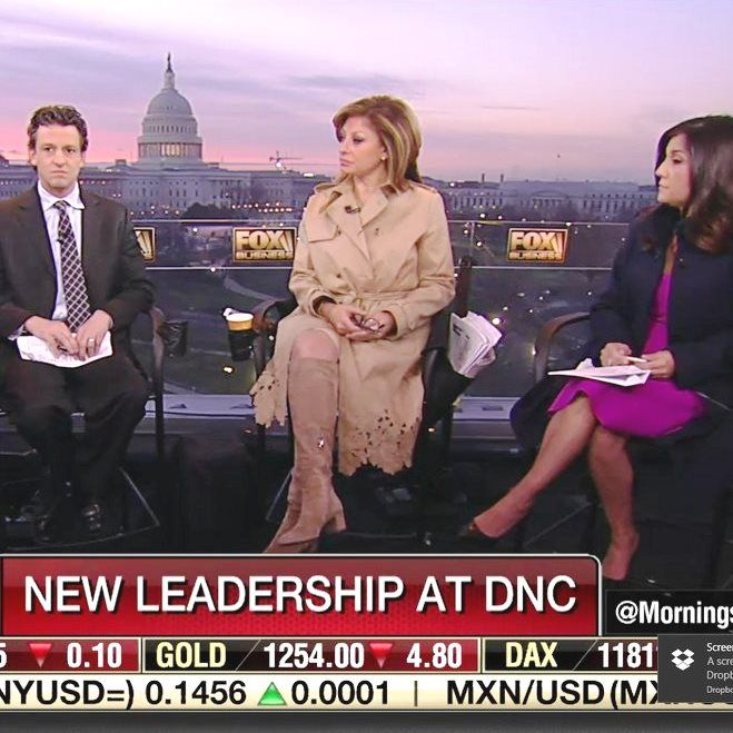 THE APPRECIATION OF BOOTED  NEWS WOMEN BLOG           : MARIA BARTIROMO IS UP BRIGHT AND EARLY IN BOOTS