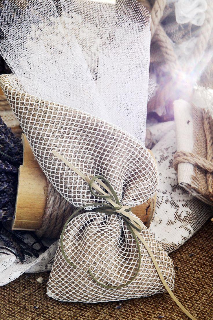 Μπομπονιέρα Atelier Zolotas τούλινη-πουγκί,  με κορδόνι οικολογικό.