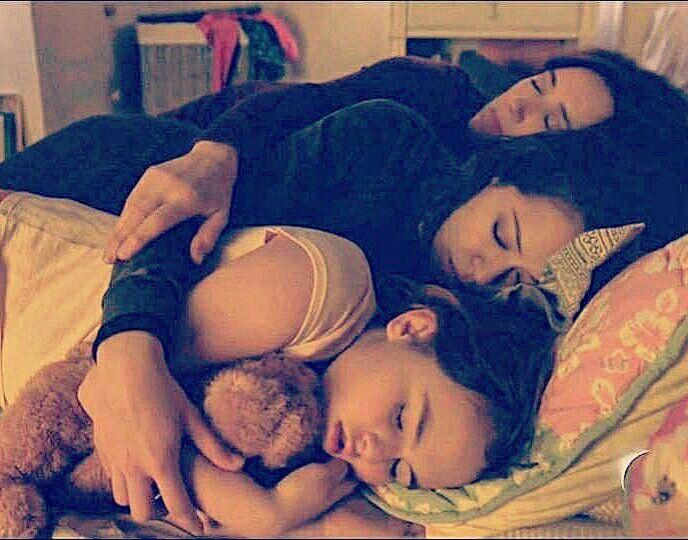 Orphan Black - Kira,  Sarah, S