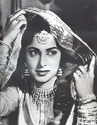 Waheeda Rehman, old Bollywood beauty