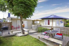 Classic Weatherboard home in Westlake Zone!