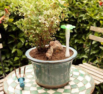 This looks so neat.Helpful Friends, Gardens Genius, Easybloom Plants, 24 Hour, Gift Ideas, Gardens Helpful, Specific Spots, Plants Sensor, Usb Port