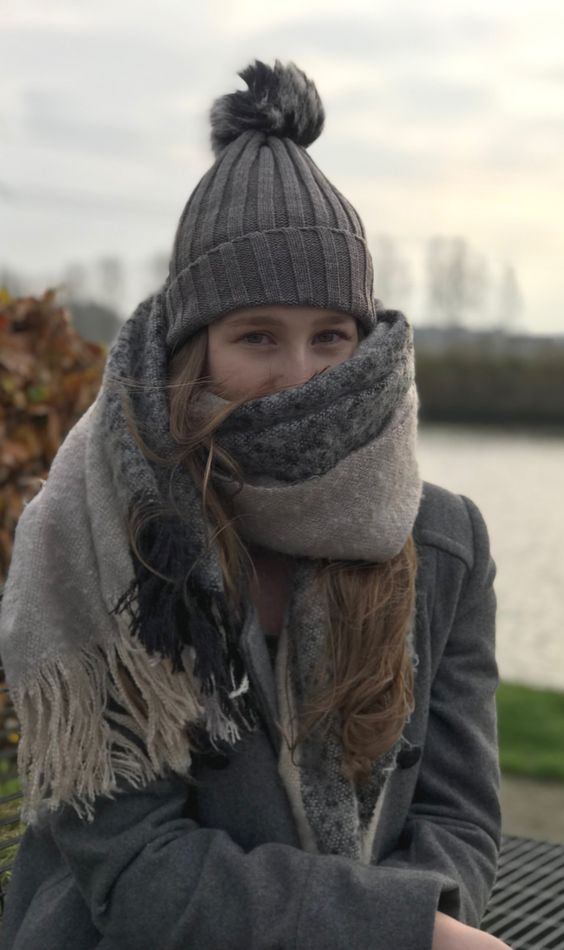 Are you looking for some nice cheap scarves or caps? These are very cheap and also nice to wear with pretty much all outfits you can get. These knitted caps are perfect for Fall, but also for Winter. Check out this article where you can get your scarves and caps in 2017.